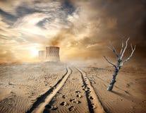 Tubos industriales en desierto Imagenes de archivo