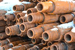 Tubos para los pozos del petróleo y gas de la perforación Imagen de archivo libre de regalías