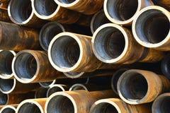 Tubos para los pozos del petróleo y gas de la perforación Foto de archivo libre de regalías