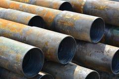 Tubos para los pozos del petróleo y gas de la perforación Foto de archivo