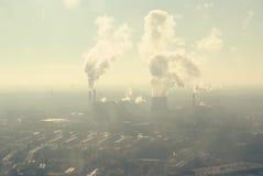 Tubos que fuman de la central eléctrica Imagen de archivo libre de regalías