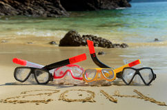 Tubos respiradores y Año Nuevo 2014 en la playa Imagenes de archivo
