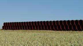 Tubos rojos y negros imagenes de archivo