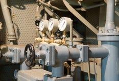 Tubos velhos do metal com um manômetro Fotos de Stock Royalty Free