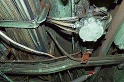 Tubos y alambres envejecidos con moho y suciedad foto de archivo