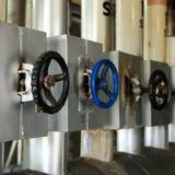 Tubos y válvulas del grifo del sistema de aceite Foto de archivo libre de regalías
