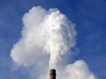 Tubulação: ascensão do vapor e do fumo fotografia de stock royalty free