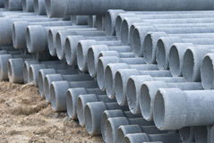 Tubulação concreta da drenagem da pilha no canteiro de obras Fotografia de Stock Royalty Free