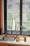 Tubulação da cozinha pelo indicador Foto de Stock Royalty Free