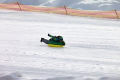Tubulação da neve na estância de esqui foto de stock