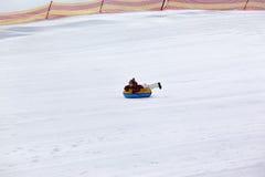 Tubulação da neve na estância de esqui imagem de stock
