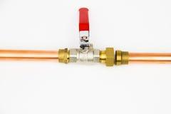 A tubulação da válvula e do cobre de bola foto de stock