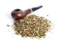Tubulação de cigarro com cigarro de tubulação pronto-friccionado Imagens de Stock