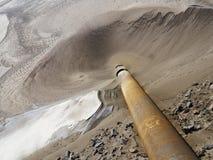 Tubulação de dreno na área do desperdício industrial Foto de Stock Royalty Free