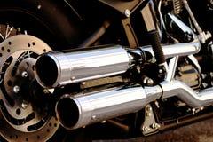 Tubulação de exaustão brilhante do dobro da motocicleta Foto de Stock Royalty Free