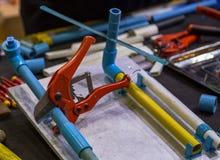 A tubulação de PCV Scissor imagens de stock