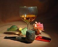Tubulação de tabaco, vidro do uísque Fotos de Stock