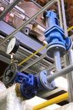 Tubulação de vapor com uma válvula Imagens de Stock Royalty Free