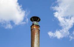 Tubulação do metal contra o céu Fotografia de Stock