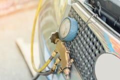 Tubulação do nível de ar do controle para o reenchimento do ar do carro fotos de stock