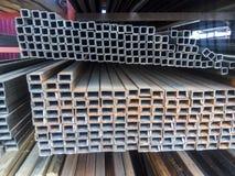 Tubulação do perfil do trabajo em metal Barras de aço do metal rolado imagem de stock royalty free