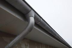 Tubulação do telhado e de água Fotografia de Stock Royalty Free