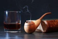 Tubulação e uísque de fumo Imagem de Stock