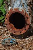 Tubulação e válvula industriais oxidadas velhas do água da torneira Fotografia de Stock Royalty Free