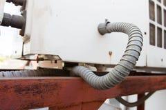 Tubulação flexível atrás da máquina Imagem de Stock