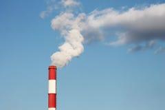 Tubulação industrial com fumo Imagens de Stock Royalty Free