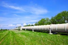 Tubulação industrial com gás e petróleo foto de stock
