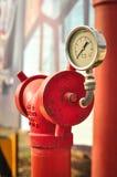 Tubulação vermelha com medidor da pressão fotografia de stock royalty free