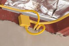 Tubulações amarelas do PVC para caixas elétricas e os fios enterrados no concre foto de stock royalty free