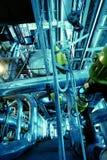 Tubulações, câmaras de ar, maquinaria em uma central energética fotos de stock
