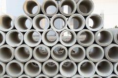 Tubulações concretas da drenagem empilhadas Fotos de Stock Royalty Free