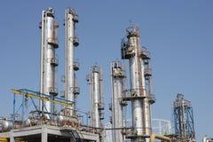 Tubulações da refinaria de petróleo Imagens de Stock Royalty Free