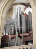 Tubulações de órgão da igreja, vista vertical Imagens de Stock