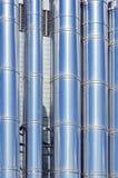 Tubulações de aço e fundo abstrato dos encanamentos Industrial moderno Fotografia de Stock