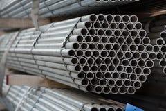 Tubulações de aço inoxidável depositadas nas pilhas Imagens de Stock