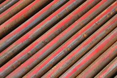 Tubulações de aço oxidadas da Senhora arranjadas diagonalmente Fotografia de Stock