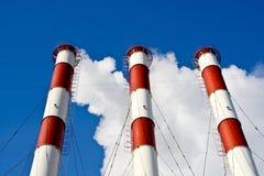 Tubulações de fumo da fábrica Fotografia de Stock Royalty Free