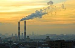 Tubulações de fumo em Moscovo na véspera Foto de Stock Royalty Free