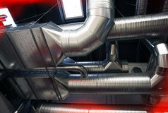 Tubulações de ventilação industriais do sistema Fotografia de Stock Royalty Free