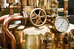 Tubulações do bronze do motor de vapor imagens de stock