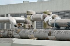 Tubulações do condicionamento de ar no telhado Imagens de Stock