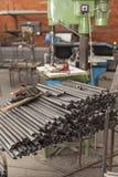 Tubulações do metal armazenadas para o trabalho foto de stock royalty free