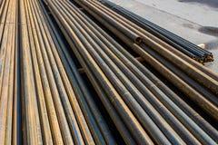 Tubulações do metal para a fonte de água fotografia de stock