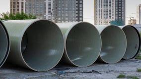 Tubulações do polietileno para o encanamento subterrâneo foto de stock