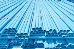 Tubulações do PVC para a água potável fotos de stock