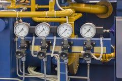 Tubulações do tanoeiro dos sistemas com quatro manômetros imagens de stock